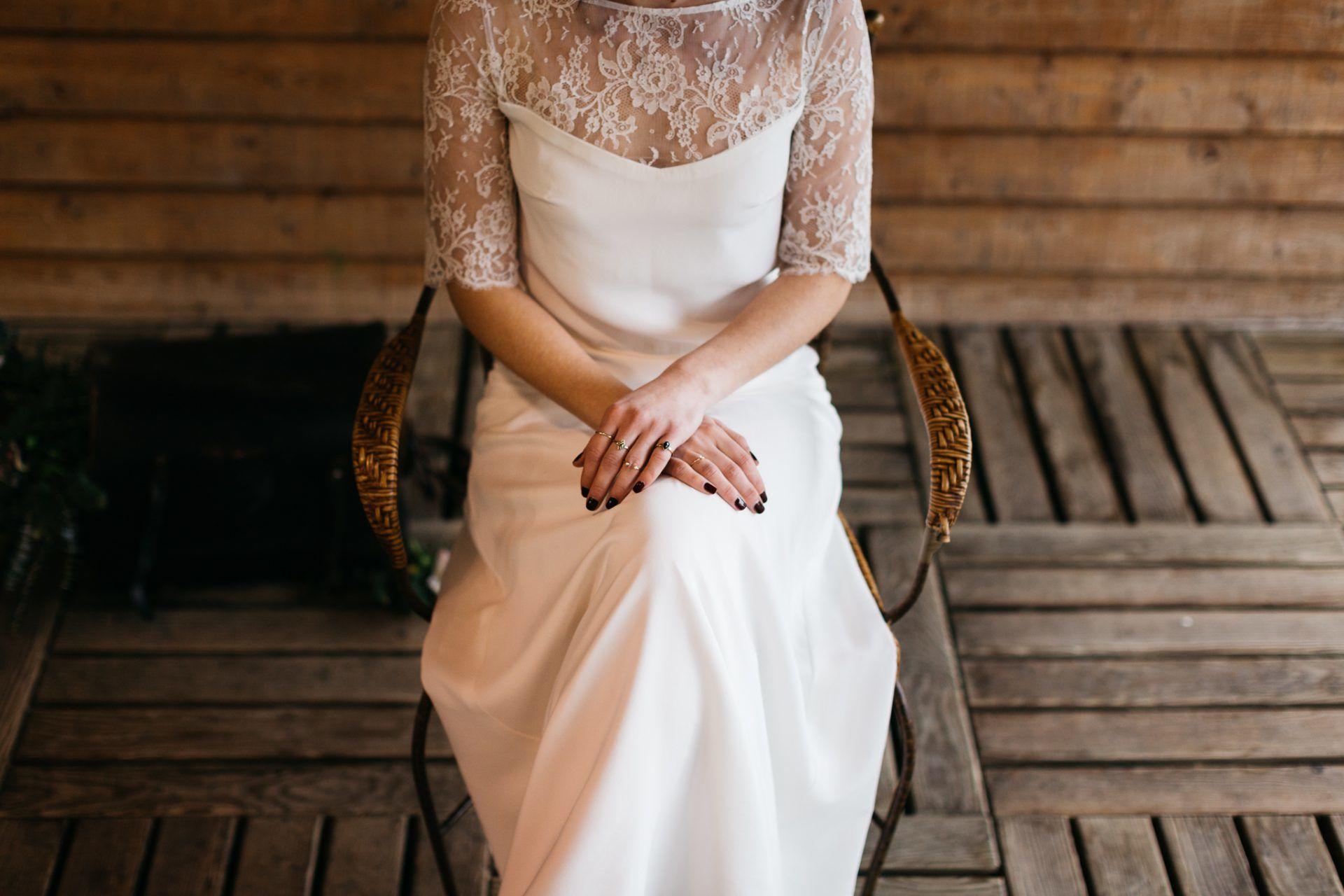 robe de mariée simple en dentelle et soie