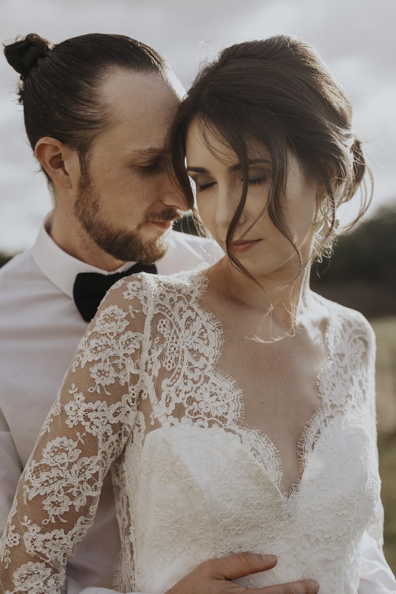 le temoignage de cecile qui a préférée une robe de mariée sur mesure plutôt qu'une robe choisie en boutique classique