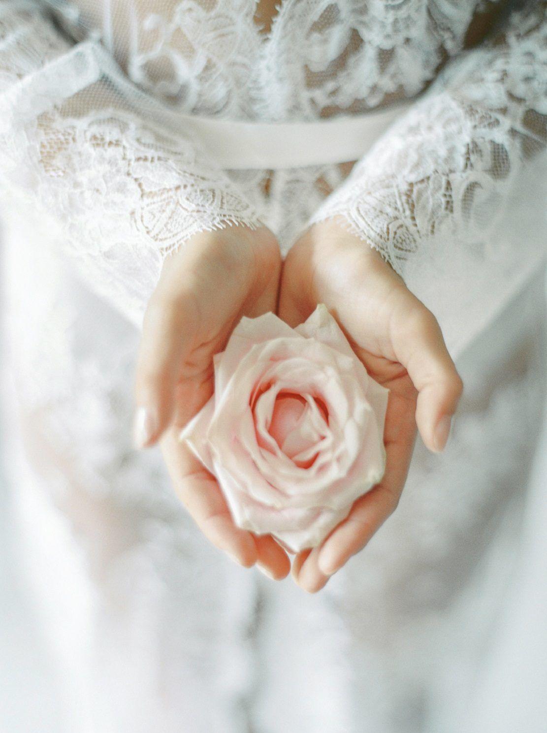 photo préparatif mariage deshabillé en dentelle
