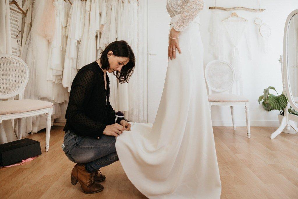les photos des essayages d'une robe de mariée sur mesure