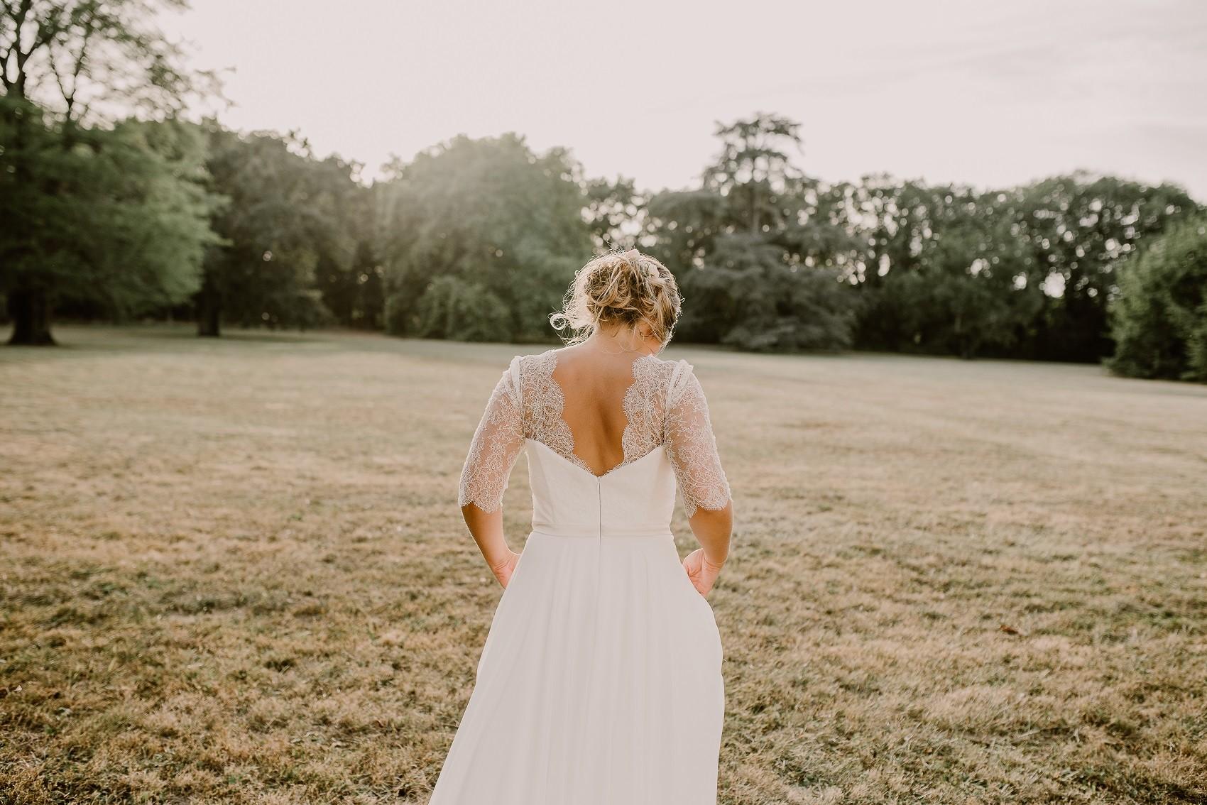 robe de mariée dos nu en dentelle chantilly