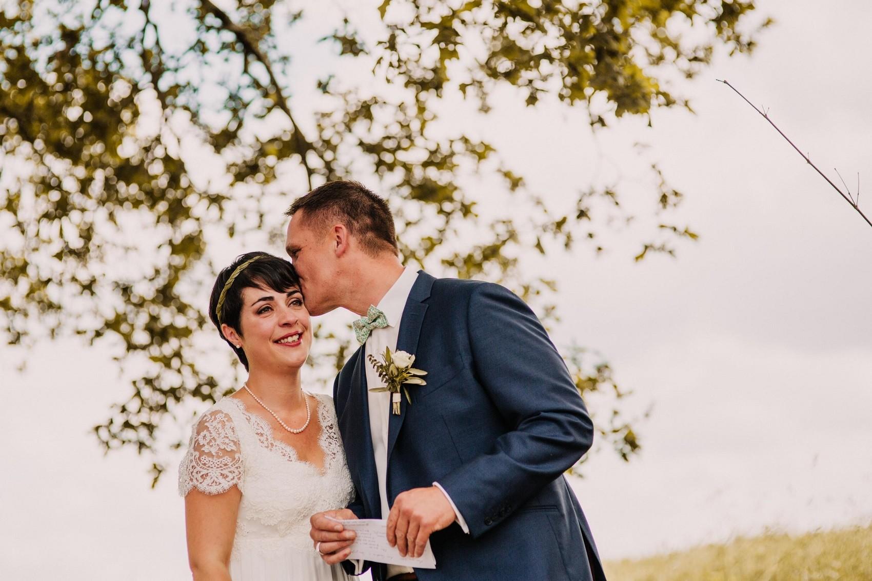 robe de mariée empire en dentelle de calais et mousseline de soie