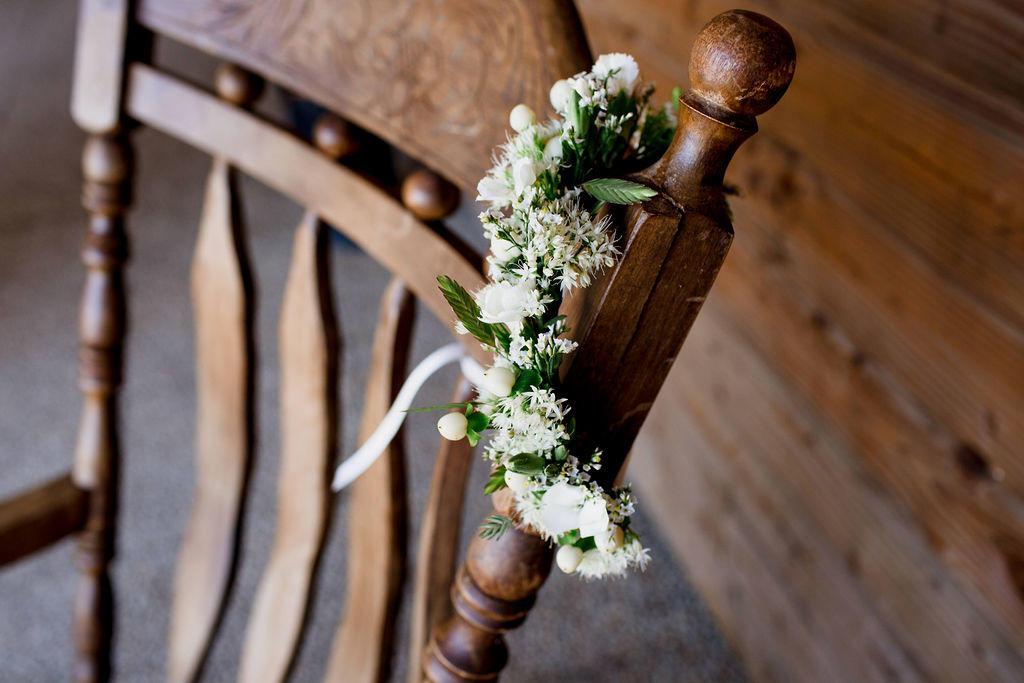 Lors de leur mariage les deux femmes portaient des couronnes de fleurs réalisées par Anouk Autier.
