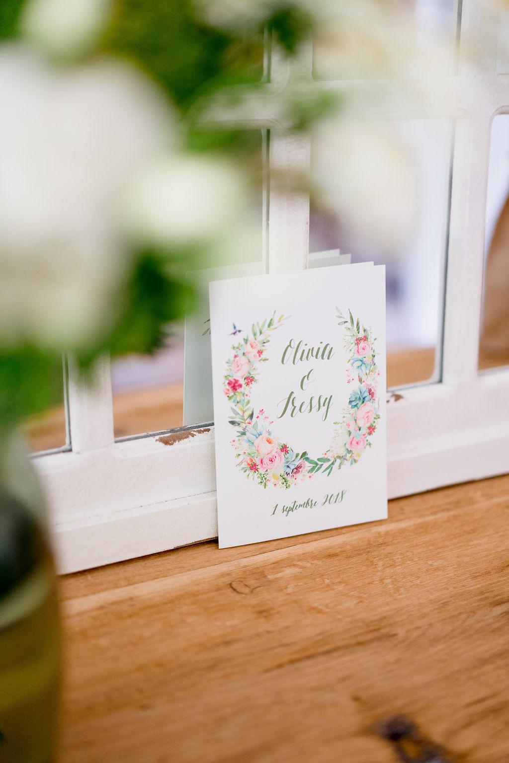 Pour leur faire part de mariage les filles ont fait appel à river fabric une créatrice de faire part située près de Angers.