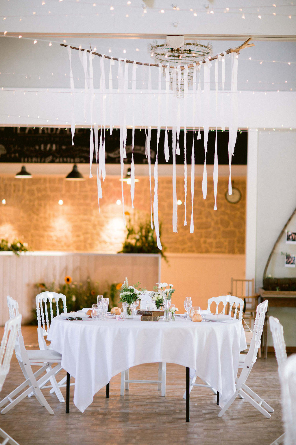 Les filles se sont mariée à la ruade pres de Ancenis voici leur joli table d'honneur.
