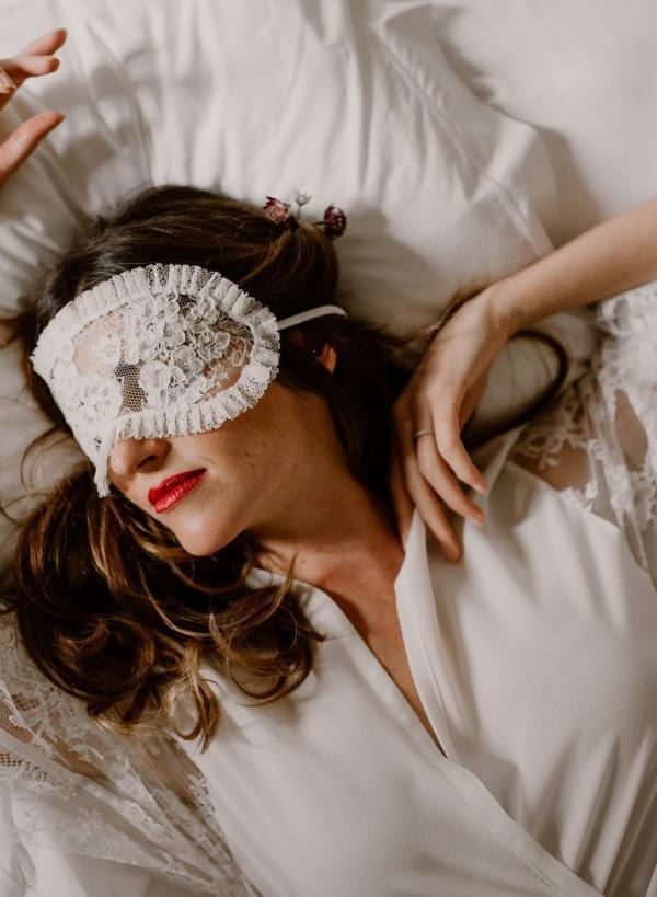 masque de nuit en dentelle