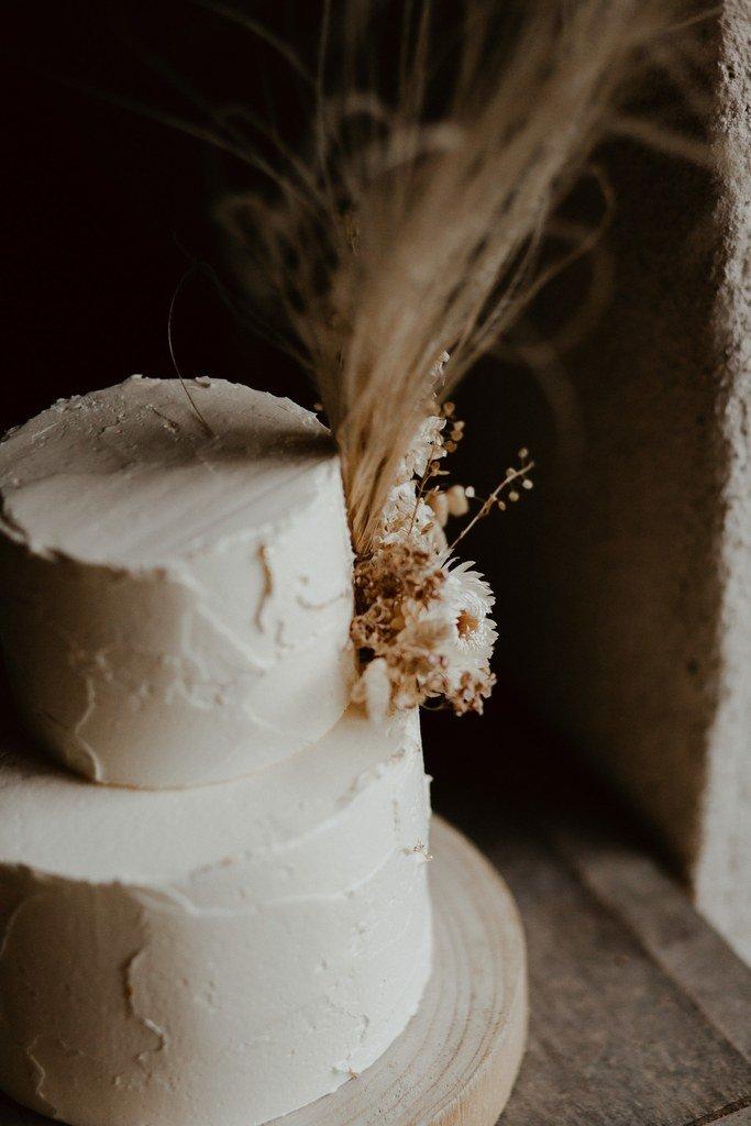 Un wedding cake très nature créé par Petite Douce.
