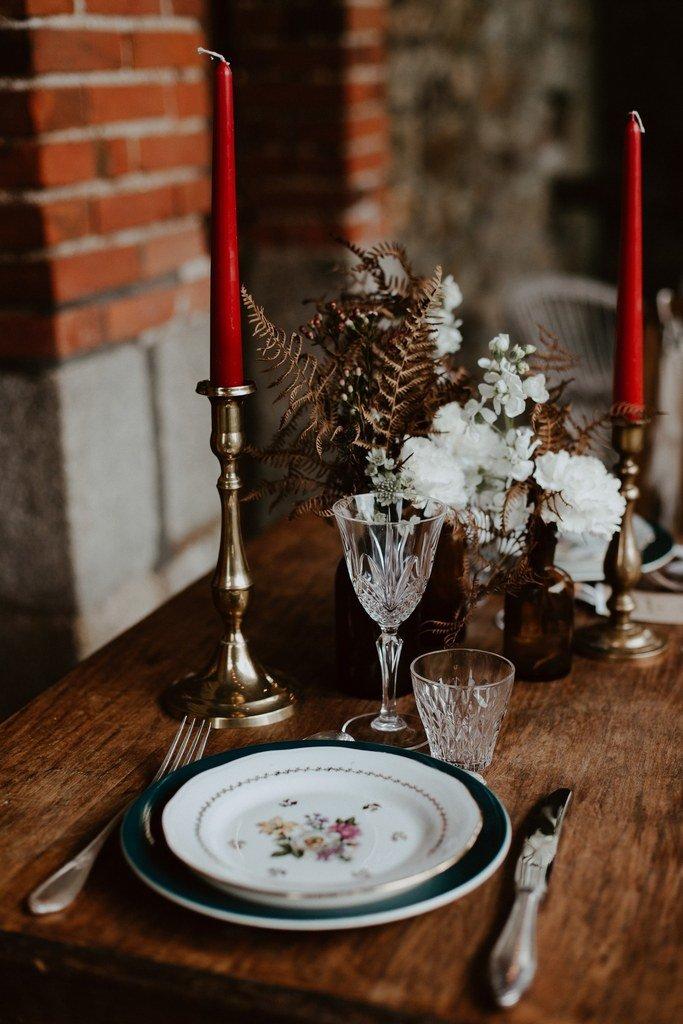 Une décoration mariage couleur ocre et bordeaux près de Nantes.
