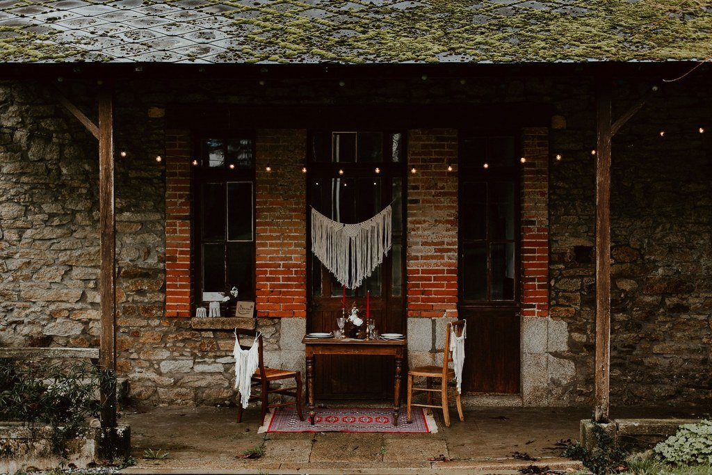 Une table en extérieur au Domaine du Thiémay entre Nantes et Blain c'est une idée original pour ce mariage d'hiver 2019.