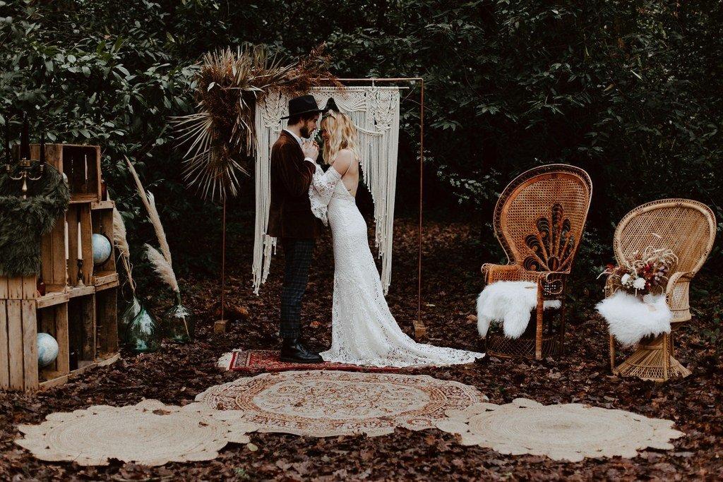 Avez-vous pensez à faire une belle cérémonie pour votre mariage d'hiver? Nos deux tourtereaux ont osez mais la mariée portait une étole en laine.