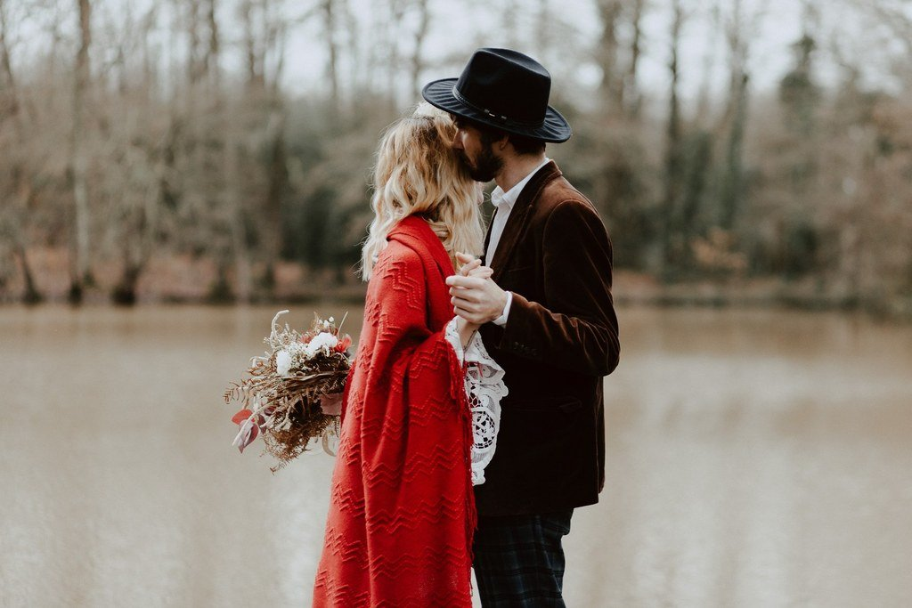 Pour le mariage les amoureux ont choisi un thème boho et folk.