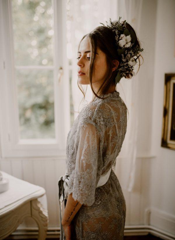 déshabillé en dentelle pour les préparatifs de la mariée