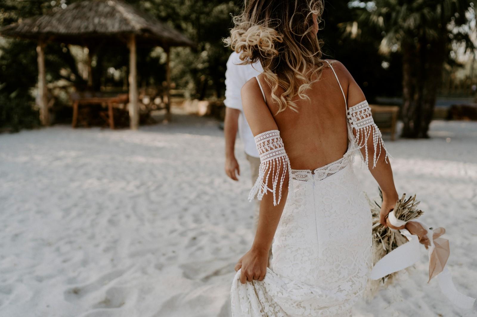 La belle robe d'Ameline est une robe de mariée écologique fabriquée en France.