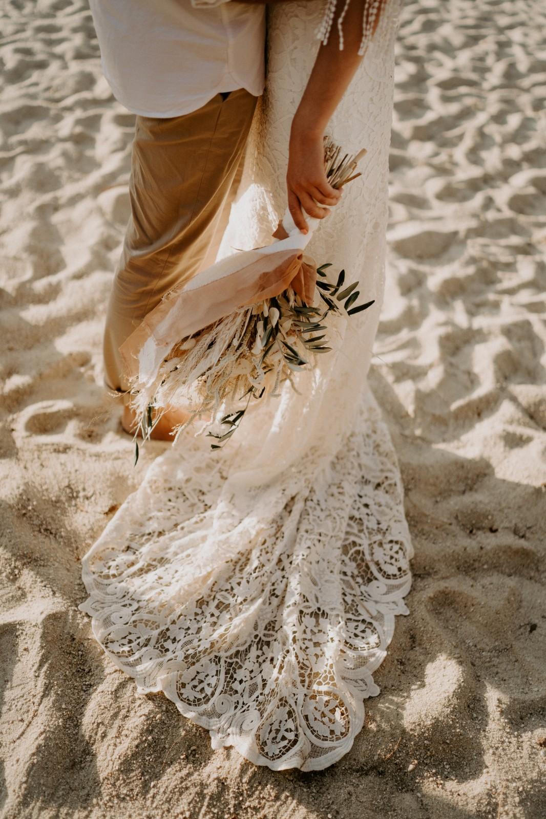 La robe de Ameline est une robe de mariée eco-responsable fabriqué près de Nantes.