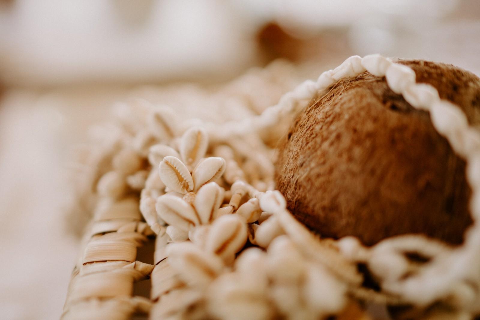 L'agence Meow de Nantes a réalisée une décoration avec des noix de coco et des cauris.