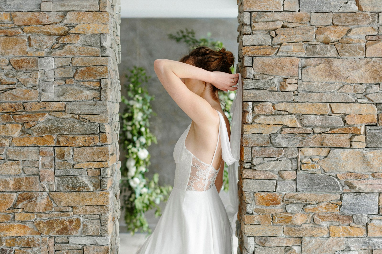 robe de mariée en tencel et dentelle de calais.