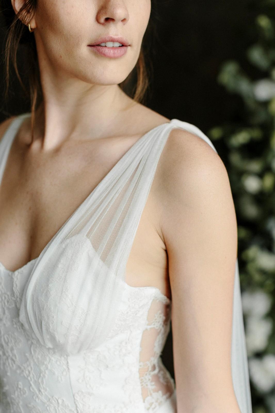 Gaia est une robe réalisée a partir de chutes de dentelle de calais.