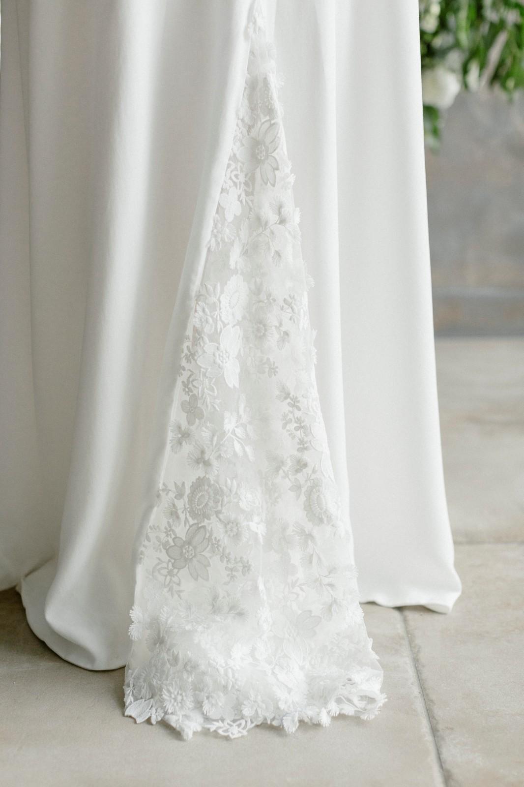 robe de mariée avec traîne en dentelle oeko-tex.