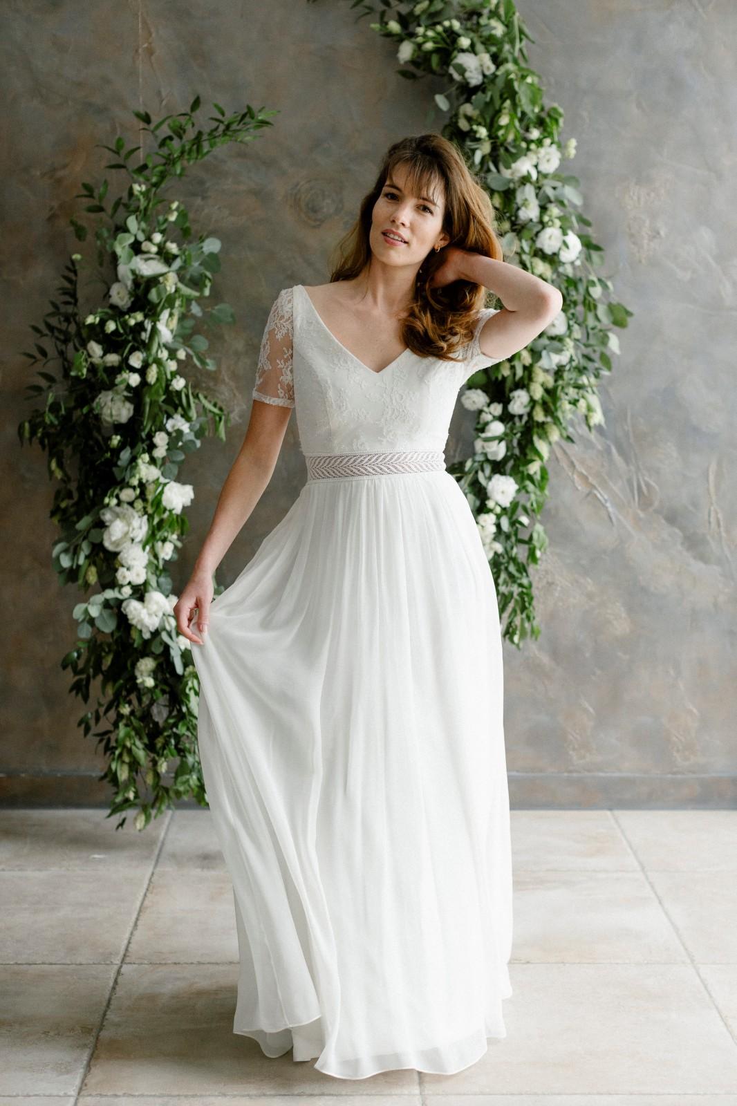 Une belle robe de mariée bohème qui est écologique.