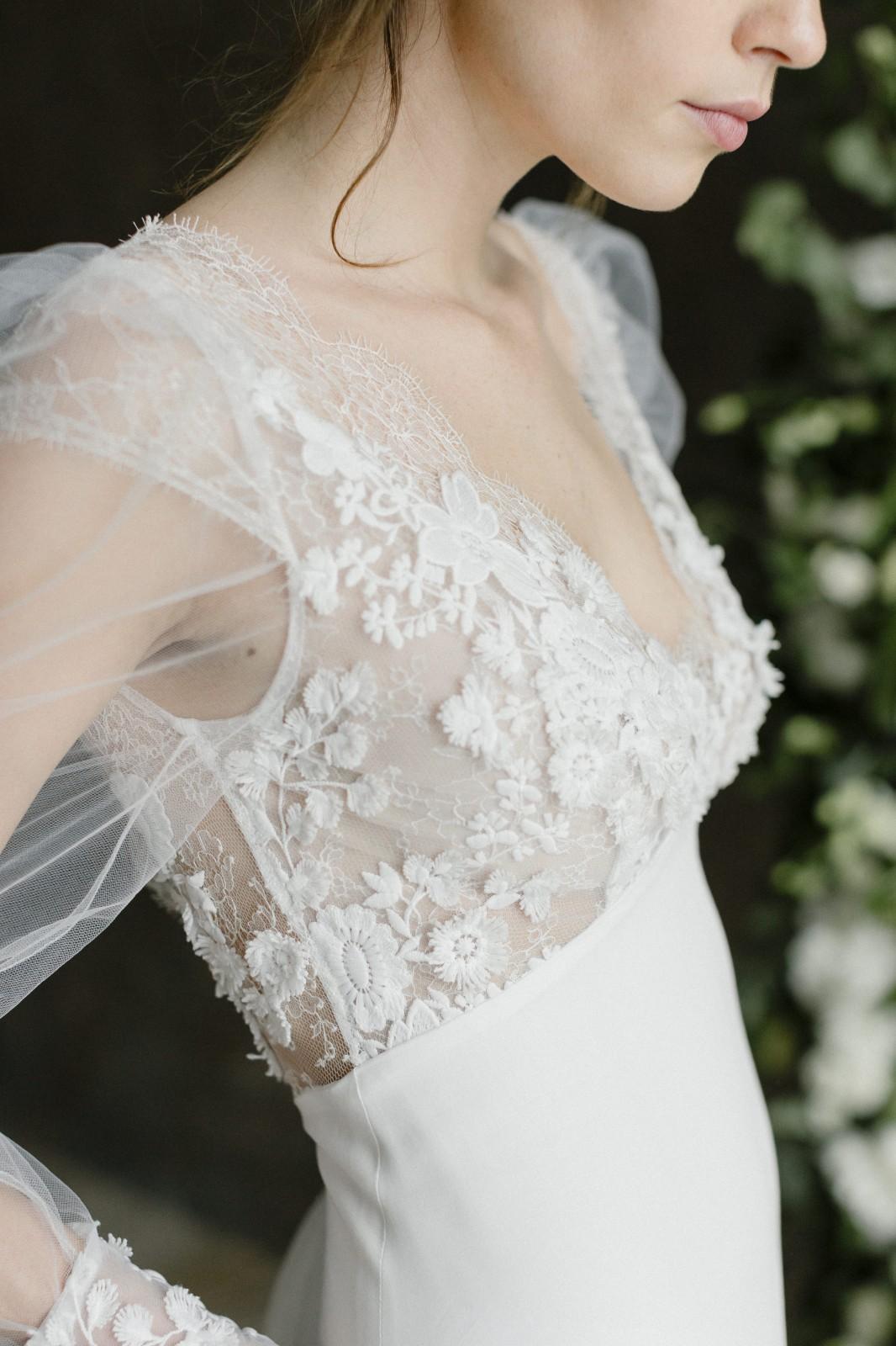 Inès est une belle robe de mariée avec des manches bouffante, ele est fabriqué en france.