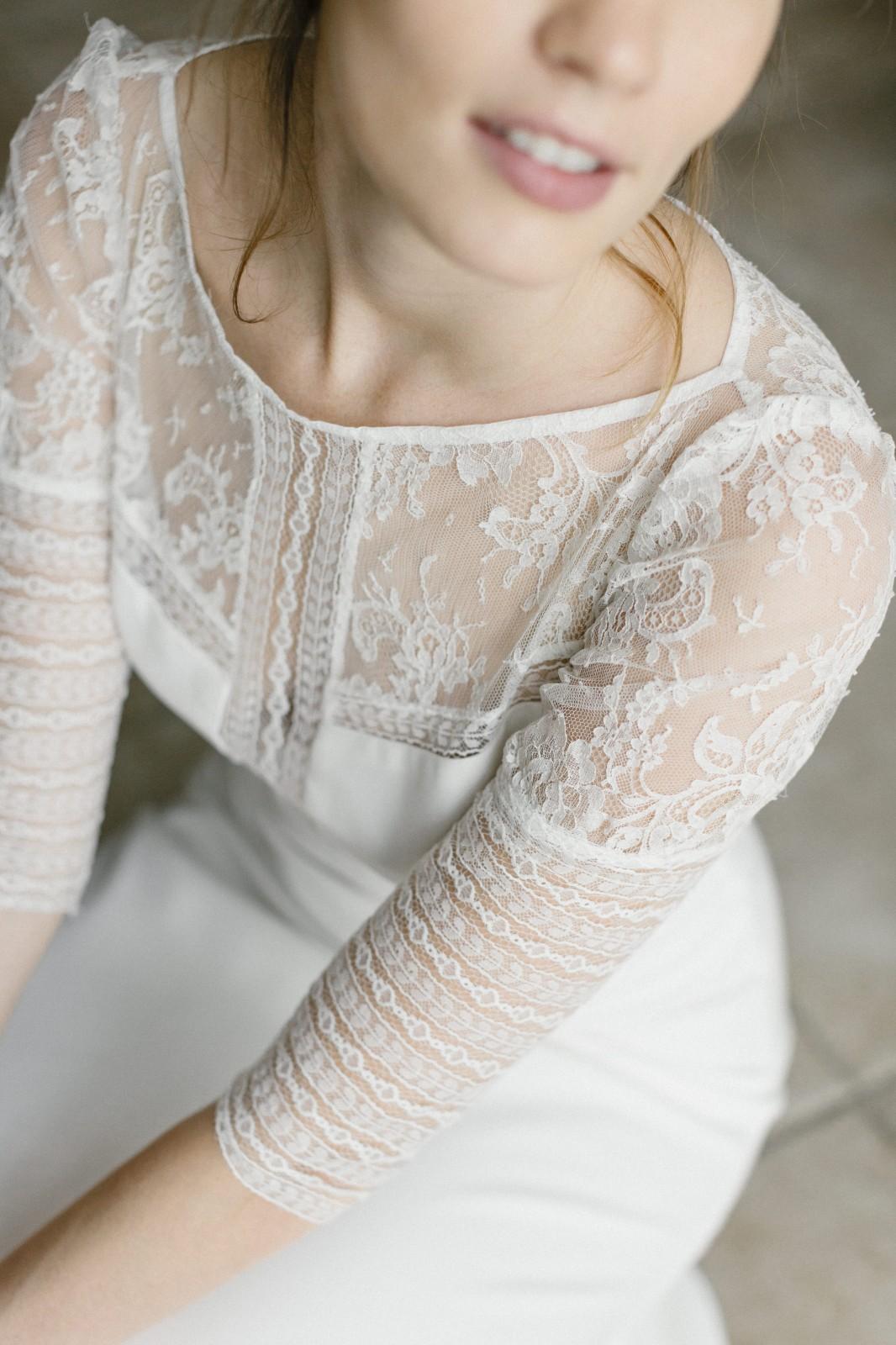 Une jolie robe de mariée fabriqué en France avec des chutes de tissu.
