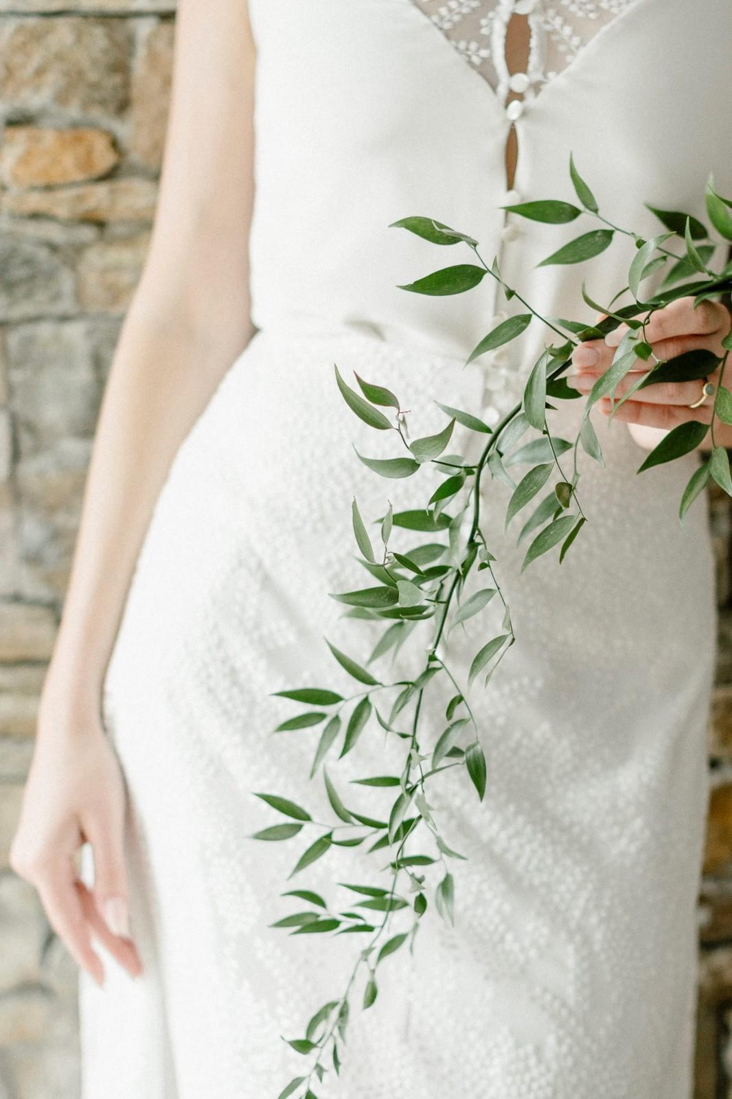 Une jolie robe que vous pouvez porter pour votre mariage inspiration végétal.
