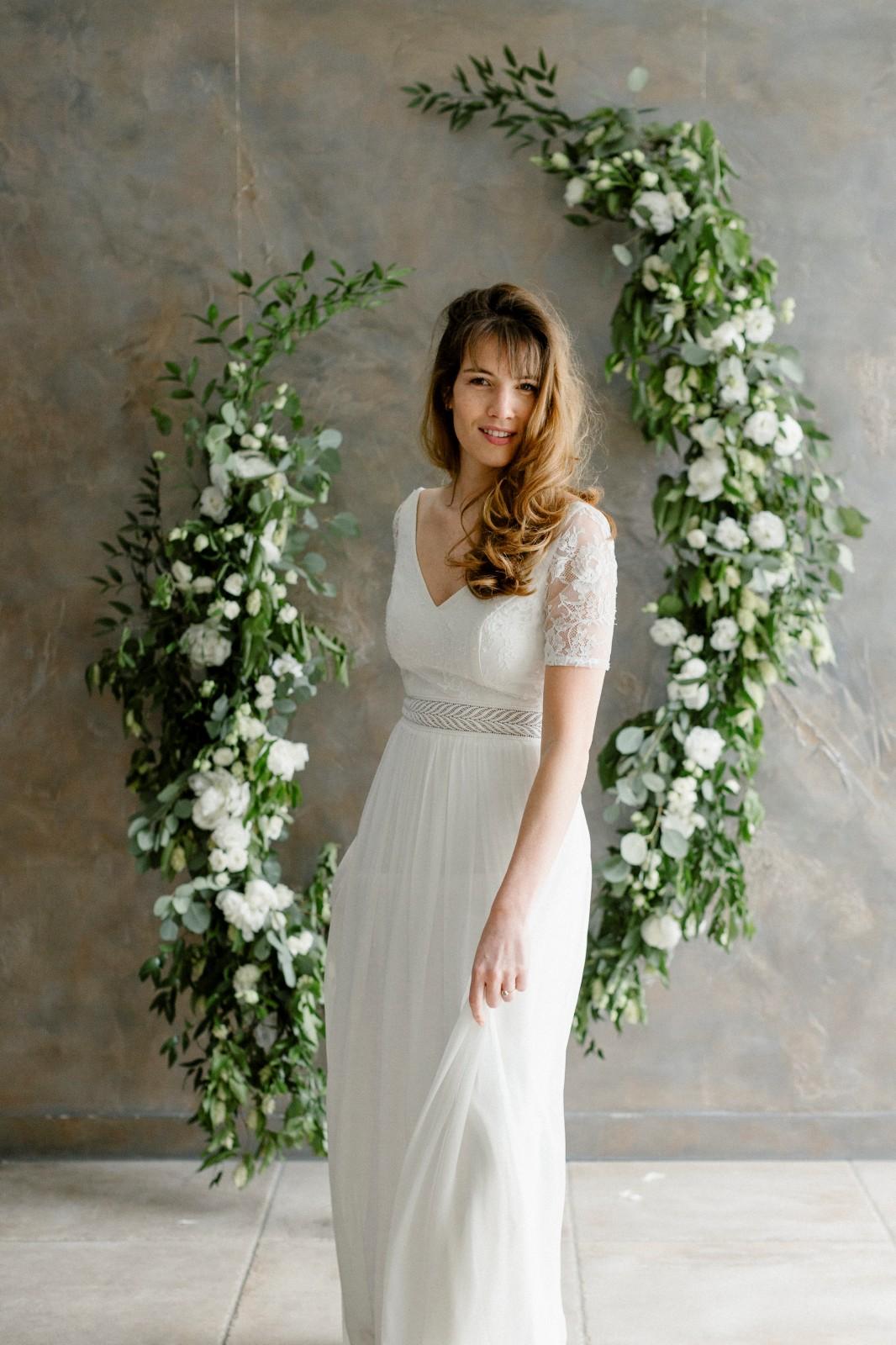 Clémence est une robe de mariée bohème ecoresposable fabriqué en France près de Nantes.