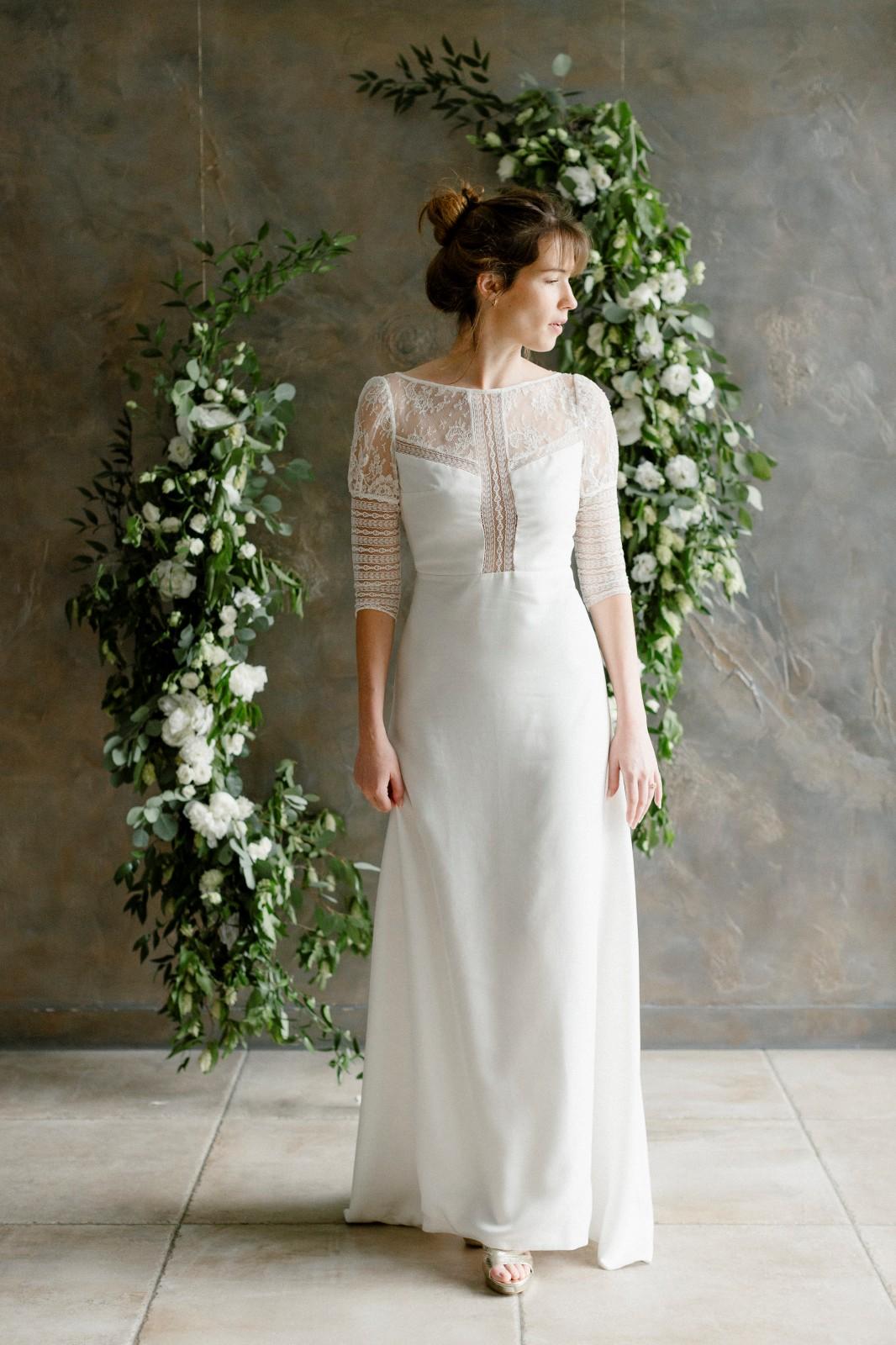 La robe Noémie est une robe de mariée fabriquée dans du tencel biodegradable.