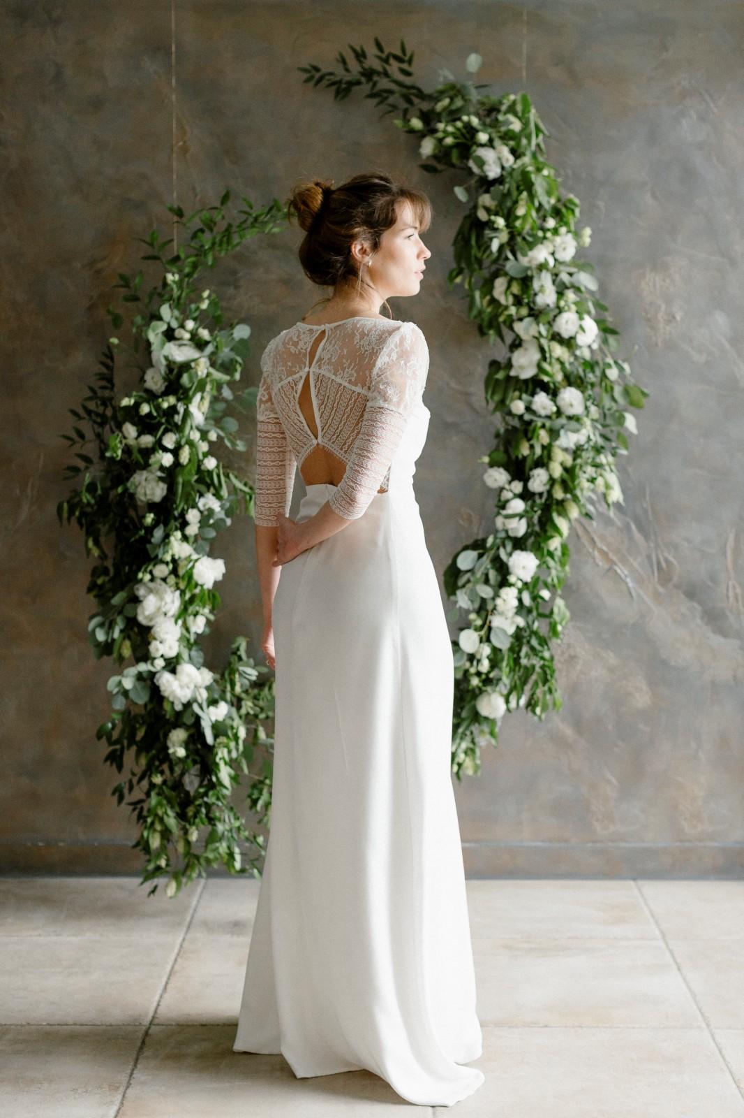 Voici une robe de mariée biodégradable en tencel.