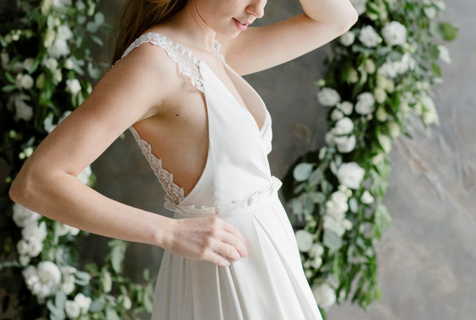 Détail du coté de la robe en soie.