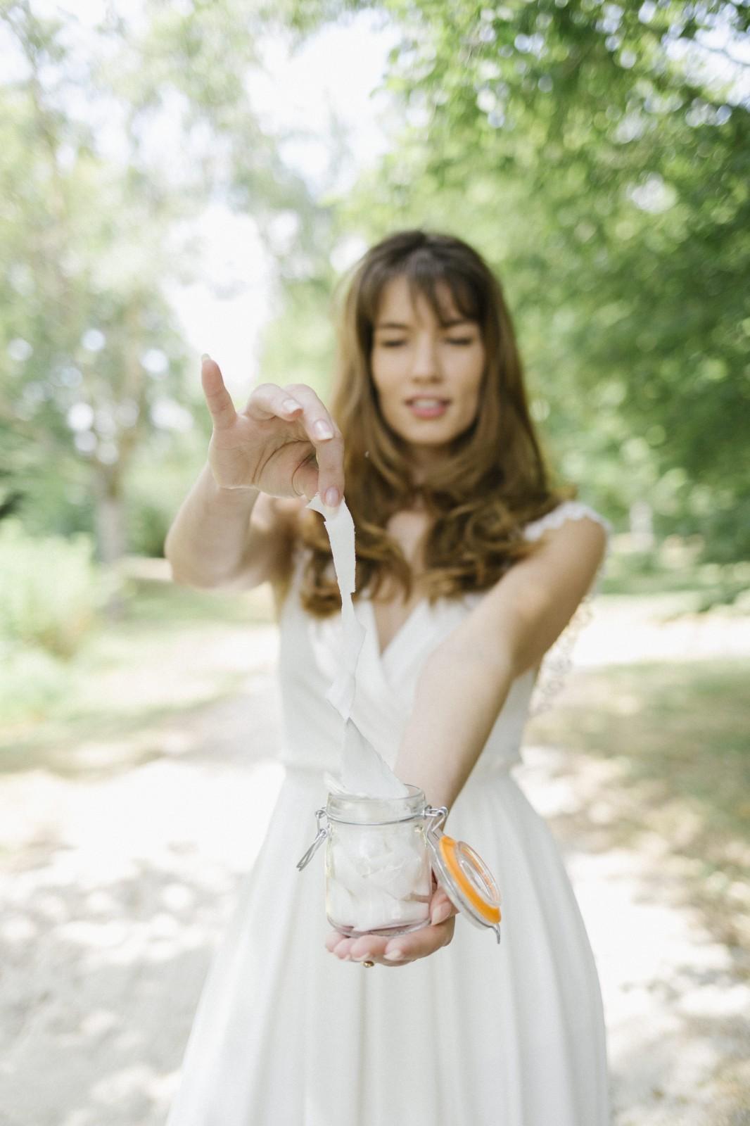 la robe zoé est une robe de mariée réalisée de façon a n'avoir pas de chutes quand la robe est coupée.