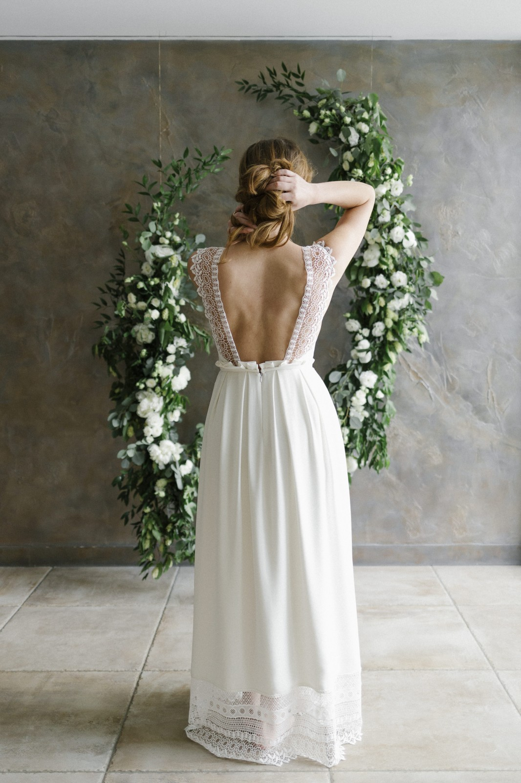 Le joli dos nu de cette robe ecoresponsable.